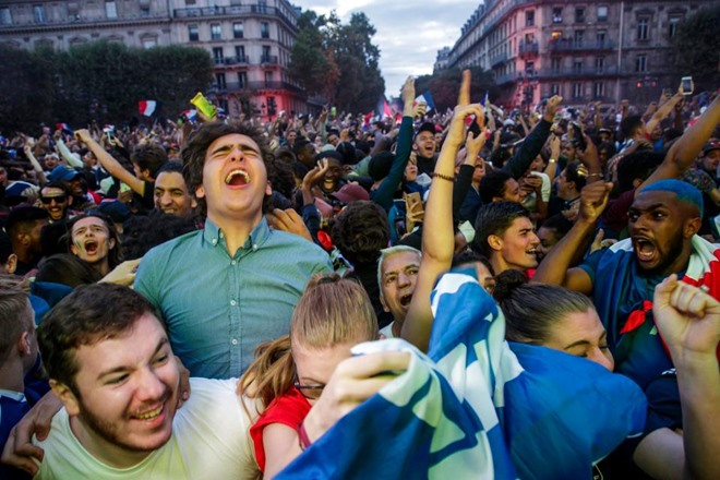 Người Pháp đã làm gì sau chiến thắng 1-0 của đội nhà trước Bỉ ? - Bóng Đá