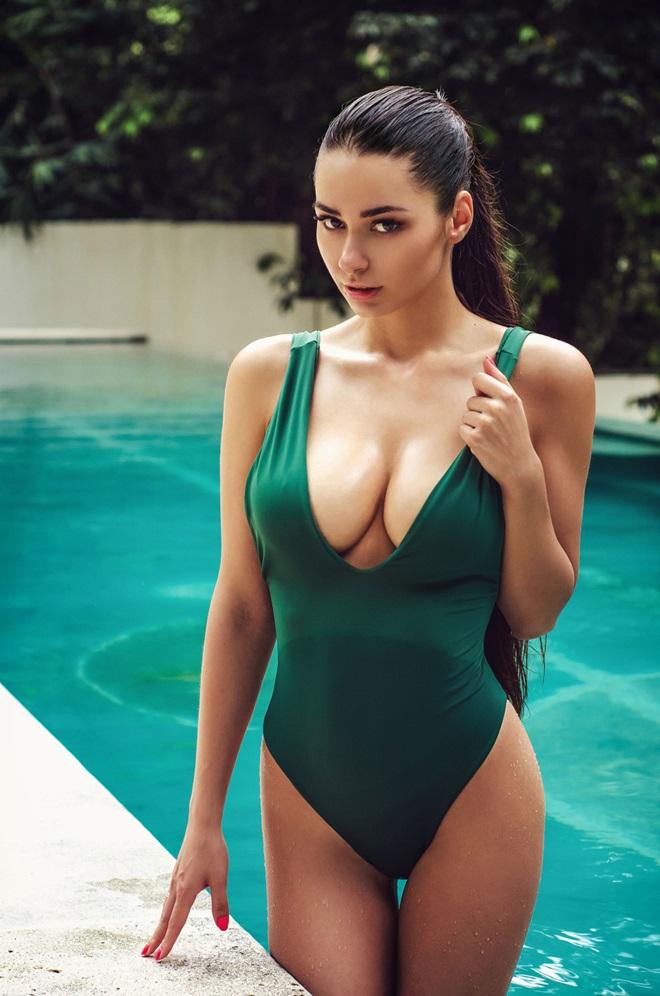 Helga Lovekaty: Siêu người mẫu cổ vũ Liverpool - Bóng Đá