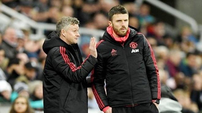 Michael Carrick explains Manchester United training ground changes - Bóng Đá