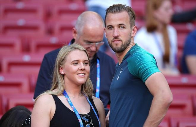 Các ngôi sao Tottenham vui đùa bên vợ và bạn gái trước CK C1 (Daily Mail) - Bóng Đá