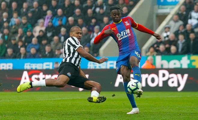 Aaron Wan-Bissaka sẽ giải quyết vấn đề gì ở Man United? - Bóng Đá