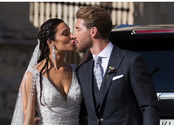 Ronaldo du lịch cùng Georgina trong ngày cưới của Ramos - Bóng Đá