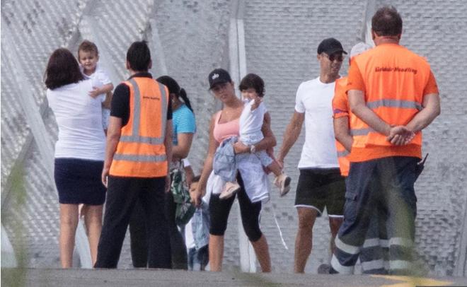 Ronaldo kết thúc kỳ nghỉ tại Hy Lạp (The Sun) - Bóng Đá