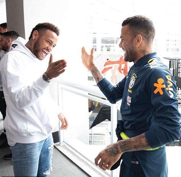 Neymar đến thăm đội tuyển Brazil (Daily Mail) - Bóng Đá