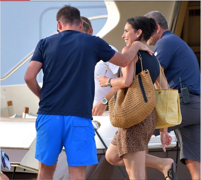 Lampard đi nghỉ mát cùng vợ (The Sun) - Bóng Đá