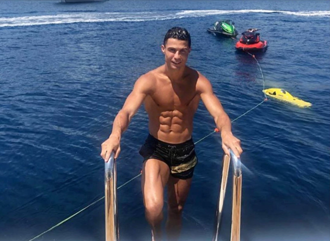 Siêu du thuyền 15 triệu bảng được Ronaldo thuê (The Sun) - Bóng Đá