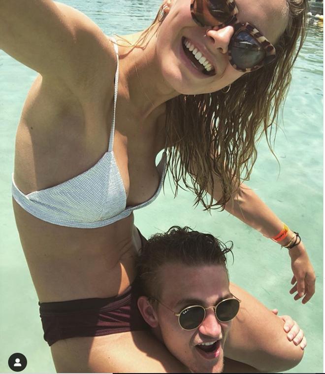 De Ligt chơi với lợn biển tại Bahamas (The Sun) - Bóng Đá