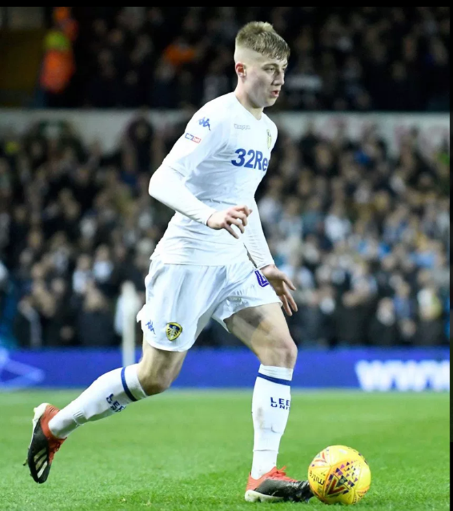 Tottenham's first signing in 518 days Jack Clarke turned down Man City, became a Leeds star where he collapsed during a game - Bóng Đá