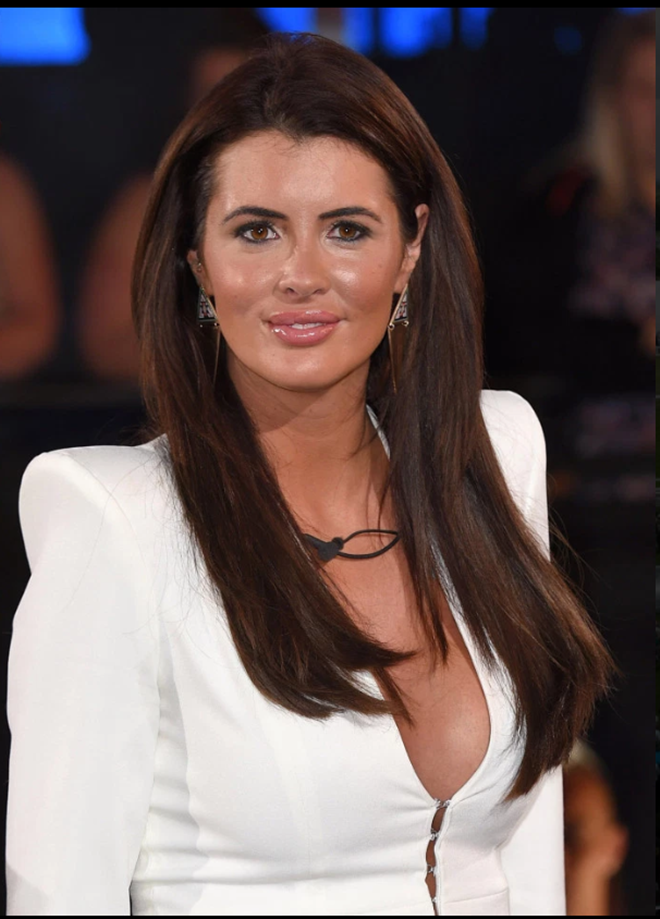 Wayne Rooney hooker Helen Wood's book reveals fellow vice girl posed as a cleaner to sneak into his house - Bóng Đá