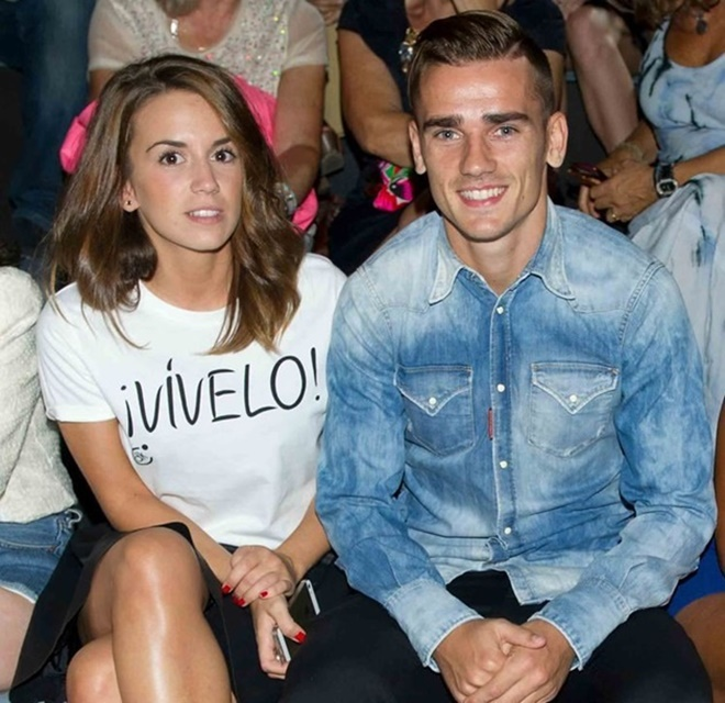 Griezmann laughs with pals in Ibiza as busty wife Erika splashes about on paddle board despite Barcelona transfer fallout - Bóng Đá