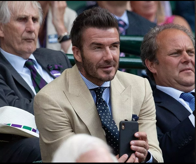 Man Utd legends Sir Alex Ferguson and David Beckham spotted at Wimbledon as stars come out to watch blockbuster Federer vs Nadal clash - Bóng Đá