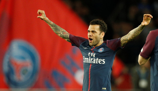 Arsenal target Dani Alves goes more Steve Irwin than Denis Irwin as he shows off 'new job' as zookeeper - Bóng Đá