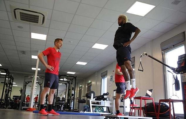 Neymar trở lại tập luyện tại PSG (Daily Mail) - Bóng Đá