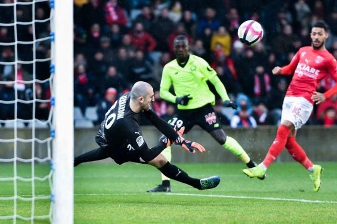 Wilfried Zaha vs Nicolas Pepe: Ai phù hợp hơn với Arsenal? - Bóng Đá