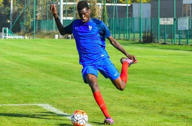 Man United target Benoit Badiashile is France's next big thing, but he was once reprimanded by Thierry Henry for his bad manners - Bóng Đá