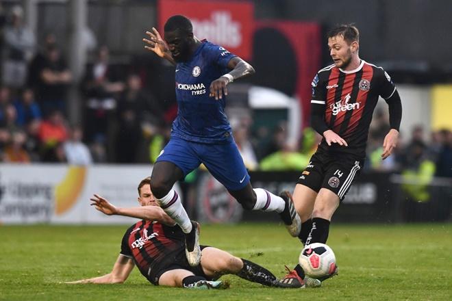 Five things we learnt as Ross Barkley impresses but Tiemoue Bakayoko flops in defeat - Bóng Đá