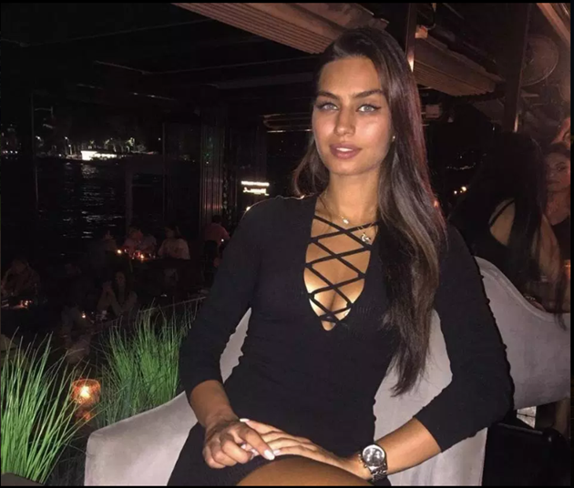 Mesut Ozil's wife Amine Gulse is a model, actress and former Miss Turkey who survived horror mugging with Kolasinac and Arsenal star - Bóng Đá