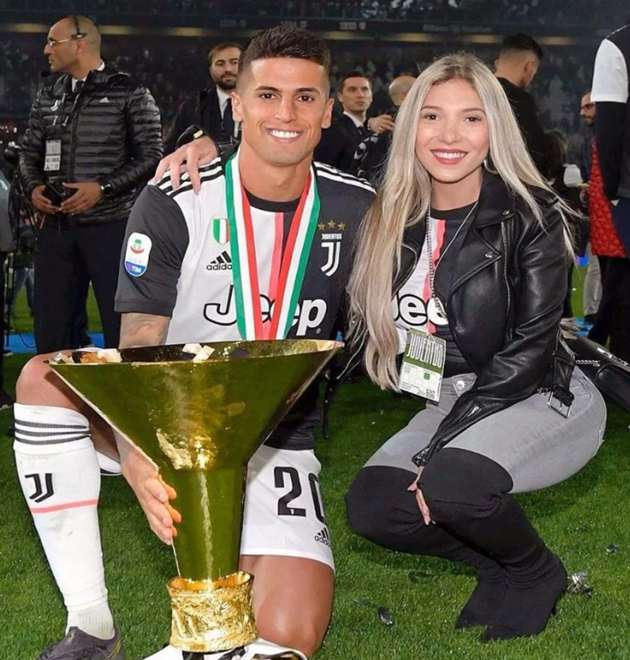 Man City new signing Joao Cancelo's Wag was bombarded by fans on social media eager to welcome the stunner to Manchester - Bóng Đá