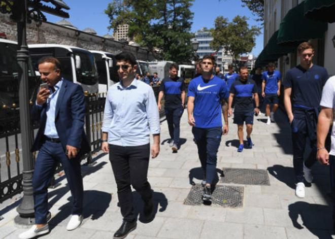 Các ngôi sao Chelsea đi bộ thư giãn tại Istanbul (Daily Mail) - Bóng Đá