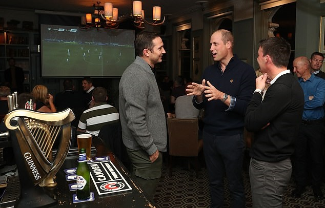 Prince William and Chelsea boss Frank Lampard greet fans in London pub as royal watches England take on Czech Republic - Bóng Đá