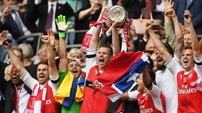 4. Trung vệ: Per Mertesacker. Sau giai đoạn khởi đầu khó khăn tại đội chủ sân Emirates, trung vệ người Đức hình thành mối liên kết tuyệt vời với Koscielny nơi hàng thủ Arsenal. Mertesacker sở hữu 3 danh hiệu FA Cup.