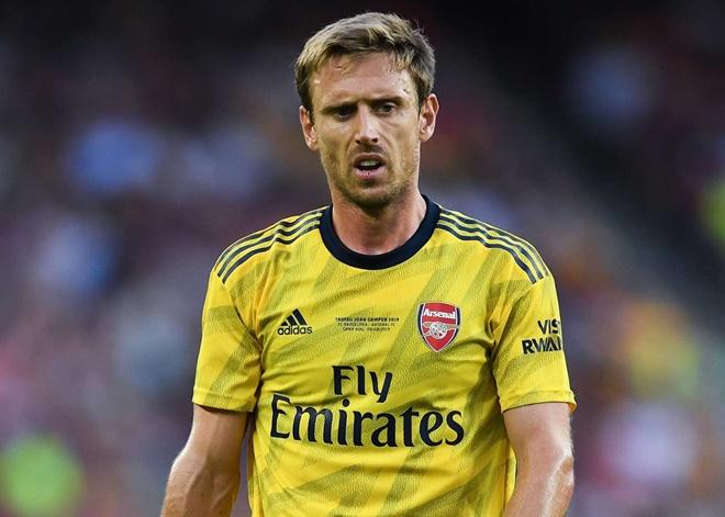 5. Hậu vệ trái: Nacho Monreal. Cầu thủ người Tây Ban Nha gia nhập Arsenal từ Malaga vào năm 2013. Anh sở hữu 250 lần xỏ giày ra sân, đoạt 3 danh hiệu FA Cup.
