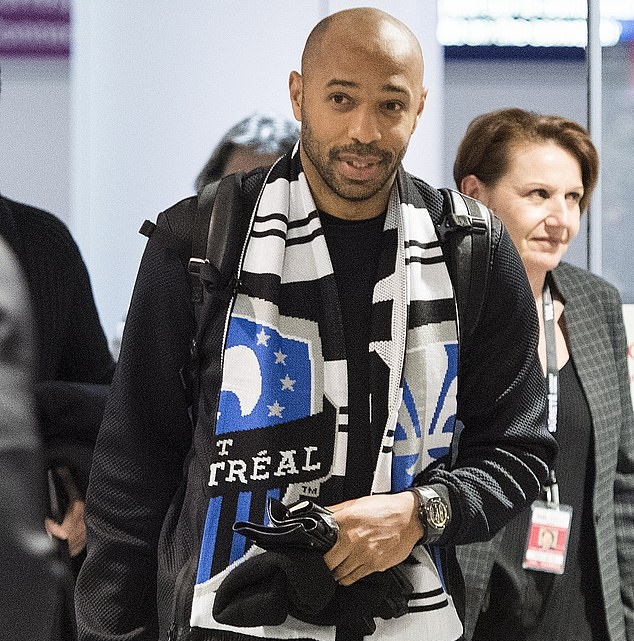 Thierry Henry hugs fans and poses for selfies at Montreal airport as Arsenal legend arrives in Canada for manager job - Bóng Đá
