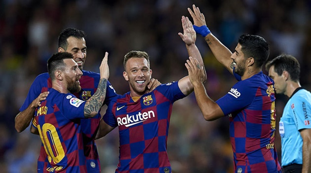 Barcelona are hurtling towards the end of their greatest era, with only Lionel Messi, Gerard Pique and Sergio Busquets still standing - Bóng Đá