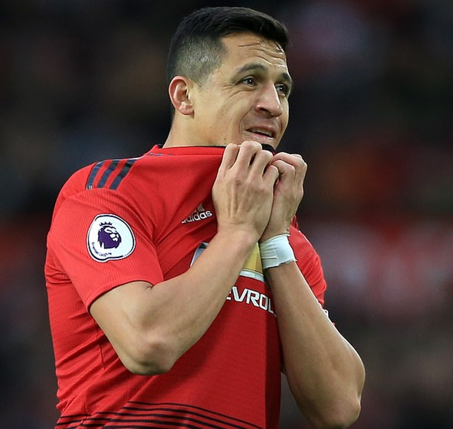 Alexis will come back and prove you all wrong': Manchester United flop Sanchez WILL be back next season, Ole Gunnar Solskjaer confirms - Bóng Đá