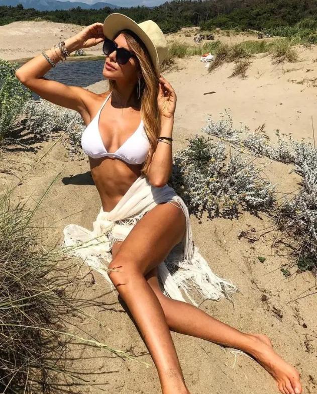 Daniele Rugani's Wag Michela Persico: Juventus star who has coronavirus' wife is stunning Italian TV presenter - Bóng Đá