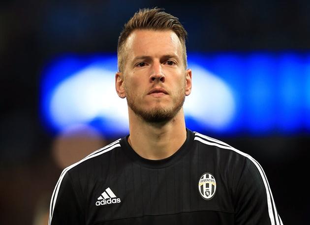 Những ngôi sao bất ngờ khoác áo cho Juventus (P2) - Bóng Đá