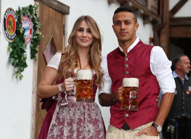 Dàn WAGS xinh lung linh tại Bundesliga - Bóng Đá