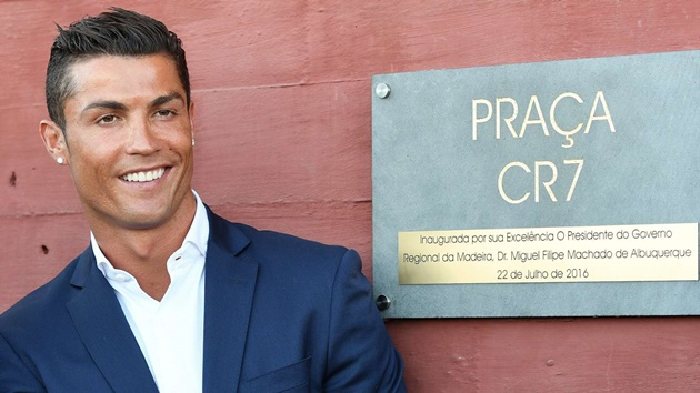 Ronaldo becomes the first-ever footballer to reach billionaire status - Bóng Đá