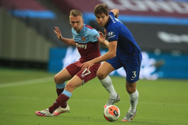 Frank Lampard has hit back at Gary Neville for his scathing assessment of Marcos Alonso during Chelsea's 3-2 defeat to West Ham. - Bóng Đá