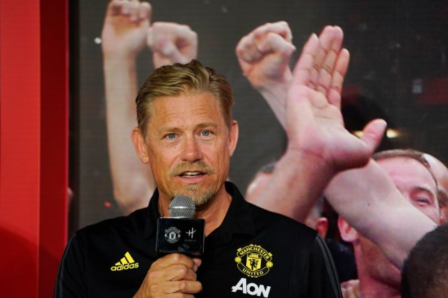 Peter Schmeichel 'cannot understand' why Manchester United sold 'quality' Jonny Evans - Bóng Đá
