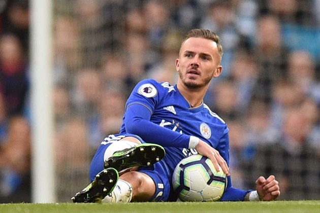 Leicester City star James Maddison hastily deletes an Instagram video showing him bleary-eyed and trying to kiss an unimpressed woman - Bóng Đá