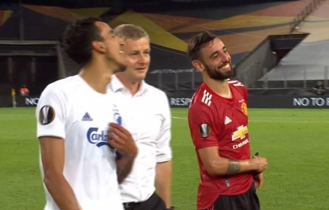 Ole Gunnar Solskjaer mocks Bruno Fernandes after Manchester United's win over FC Copenhagen - Bóng Đá