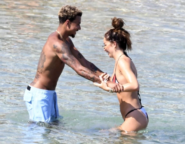 Dele Alli and stunning model girlfriend Ruby Mae can't keep hands off each other on beach as Tottenham star takes break - Bóng Đá