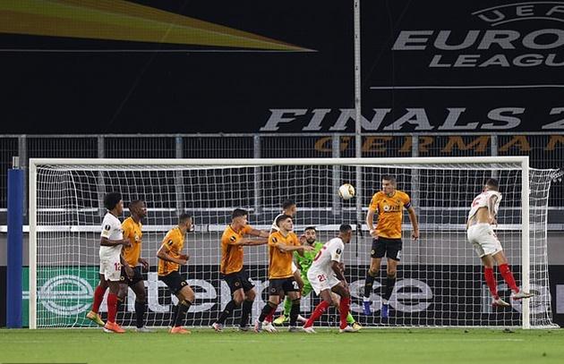 ảnh sau trận Wolves vs Sevilla - Bóng Đá