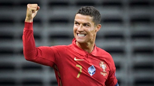 Remarkable Ronaldo can play on until he's 40 - Giggs - Bóng Đá
