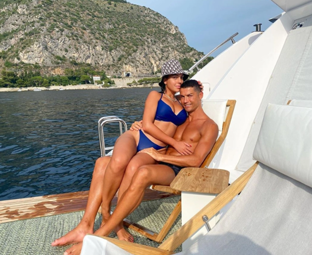 Inside Ronaldo and Georgina Rodriguez's life of luxury as they lavish each other with SUVs, £600k diamonds & £140 SOCKS - Bóng Đá