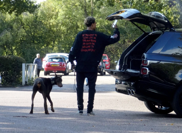Watch as Dele Alli takes guard dog out for a walk after England ace was robbed and beaten by knife-wielding thieves - Bóng Đá
