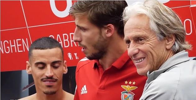 Ruben Dias khóc như mưa khi chia tay Benfica - Bóng Đá