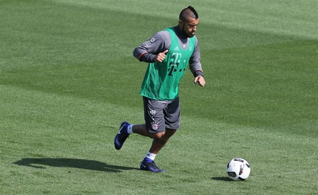 Không được tới Chelsea, Vidal lặng im trong buổi tập của Bayern