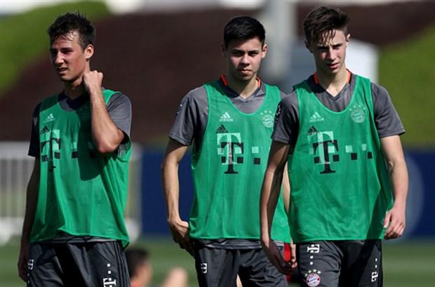 Không được tới Chelsea, Vidal lặng im trong buổi tập của Bayern - Bóng Đá