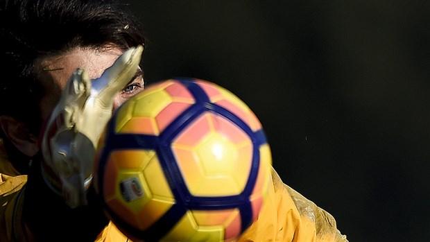 Giữa tin đồn trở lại Man Utd, Evra vẫn cày ải cùng Juventus - Bóng Đá