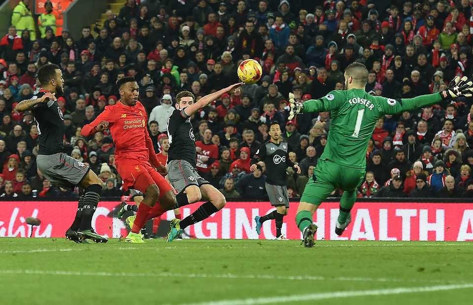 Bị loại khỏi cúp Liên đoàn, fan Liverpool đòi tống cổ Sturridge