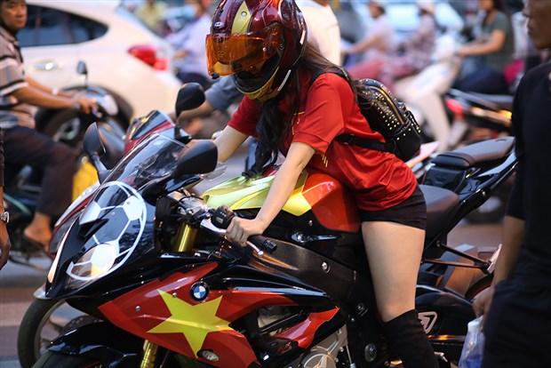 Kết quả hình ảnh cho moto girl