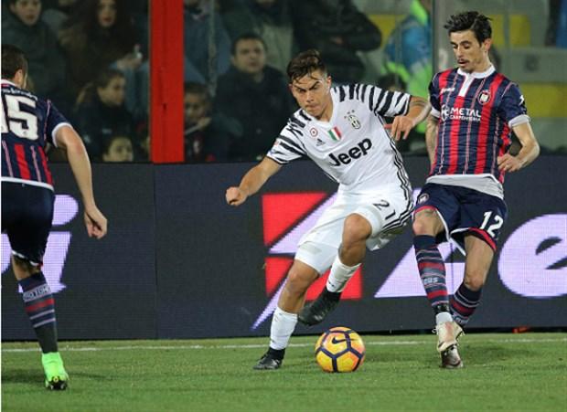 Thắng nhẹ Crotone, Juventus tái thiết lịch sử