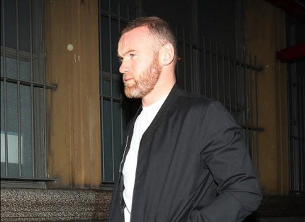Bị Mourinho bỏ rơi, Rooney lặng lẽ dẫn vợ đi giải sầu - Bóng Đá